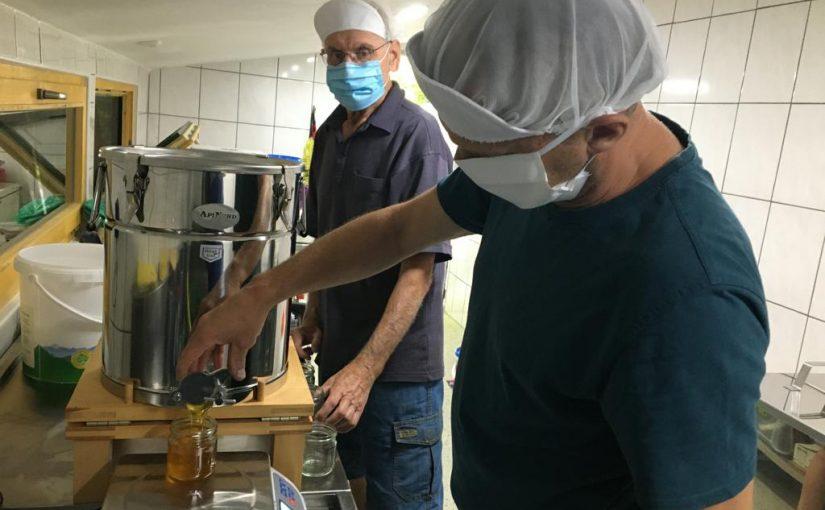 Erfreuliche Ergebnisse bei der Honigprüfung